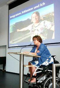 Die Landesbeauftragte Petra Wontorra bei der Eröffnungsrede der Landestagung 2017 der LAG Gemeinsam leben – Gemeinsam lernen Niedersachsen